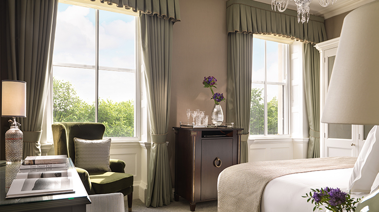 the shelbourne dublin a renaissance hotel junior suite bedroom