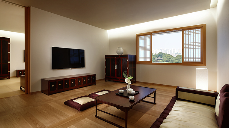 the shilla seoul korean suite living room