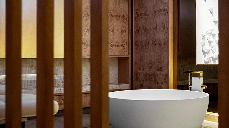 the spa at four seasons hotel madrid tub