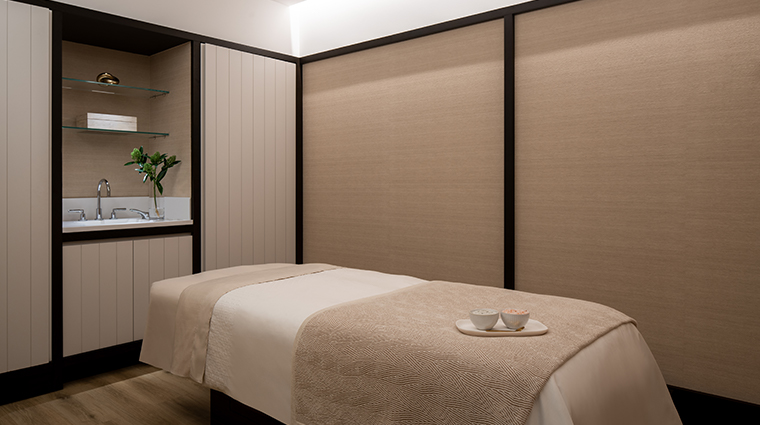 spa at four seasons hotel montreal treatment room