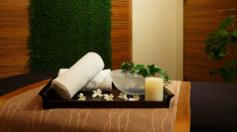 the spa at four seasons hotel tokyo at marunouchi treatment room