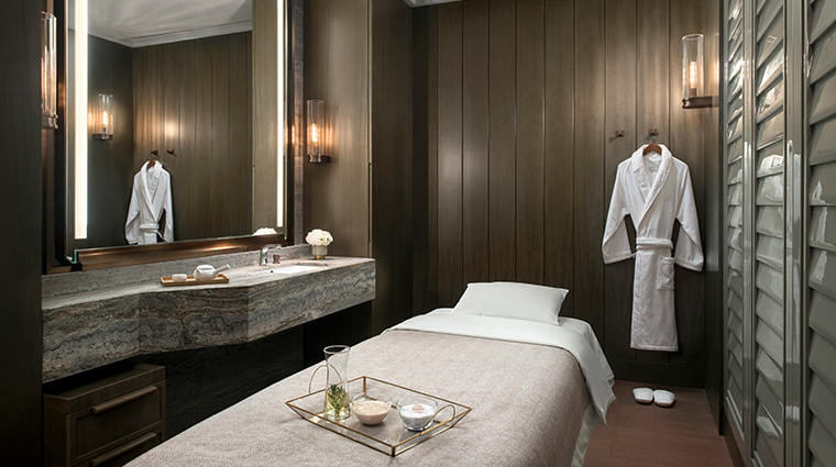 the st regis hong kong spa treatment room