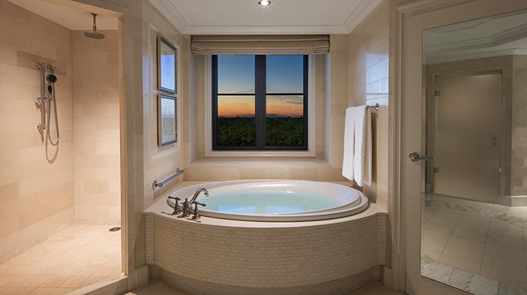 the st regis atlanta corner suite bathtub