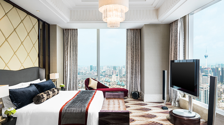 the st regis chengdu presidential suite master bedroom