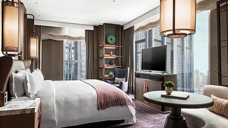 the st regis hong kong metropolitan suite bedroom
