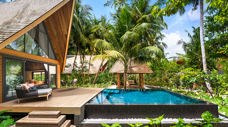 the st regis maldives vommuli resort graden villa pool