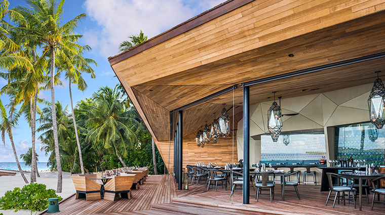 the st regis maldives vommuli resort orientale restaurant