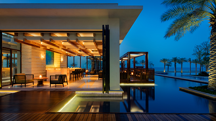 the st regis saadiyat island resort abu dhabi sontaya bar evening
