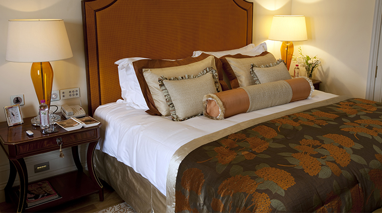 the taj mahal palace luxury grand bedroom