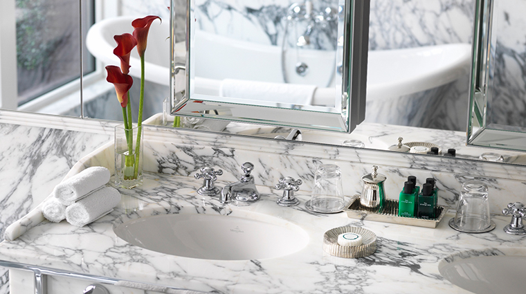 the wellesley knightsbridge a luxury collection hotel junior suite bathroom