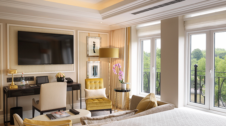the wellesley knightsbridge a luxury collection hotel junior suite lounge