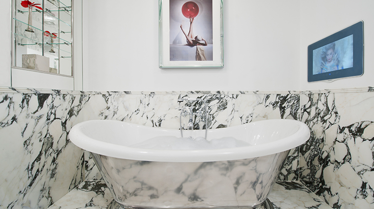 the wellesley knightsbridge a luxury collection hotel one bedroom suite bathtub