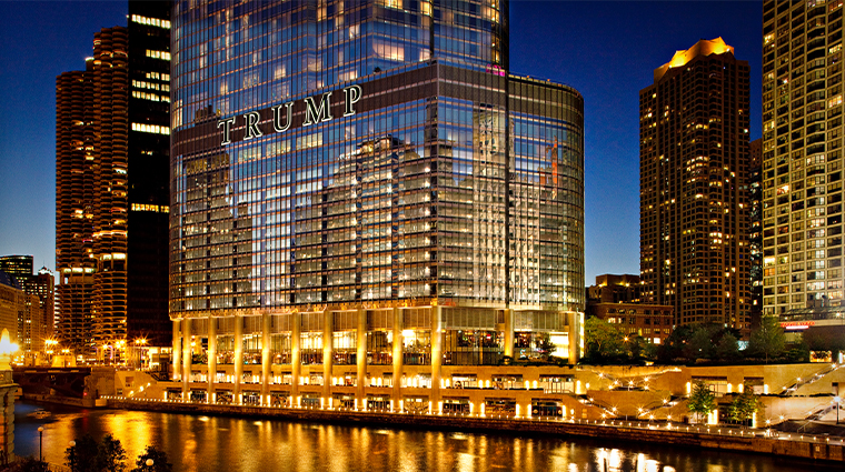 trump international hotel tower chicago exterior