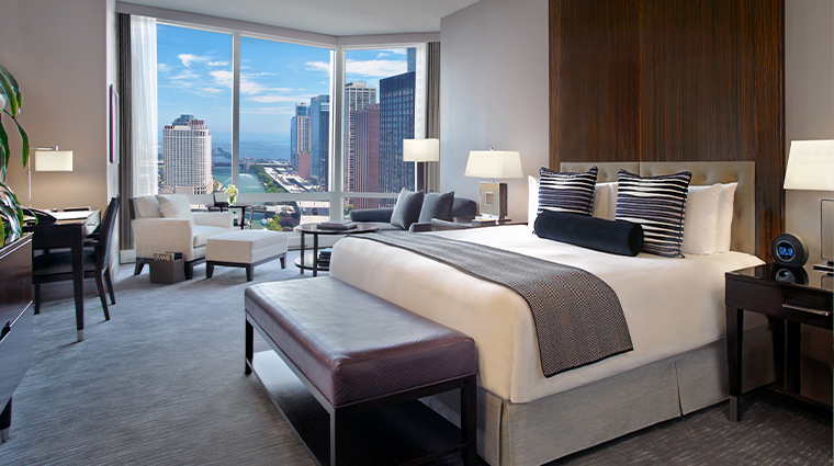 trump international hotel tower chicago river view suite bedroom