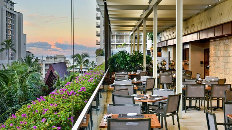 trump international hotel waikiki in yo cafe