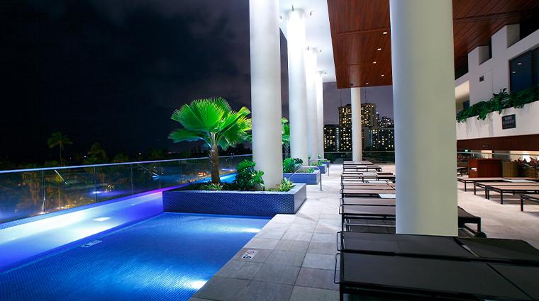 trump international hotel waikiki infinity pool night
