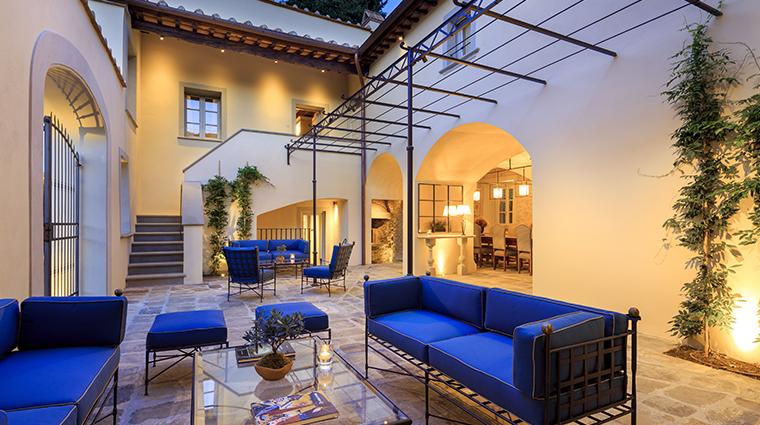 villa la massa casa colonica courtyard