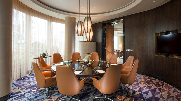 waldorf astoria chengdu meeting room round table
