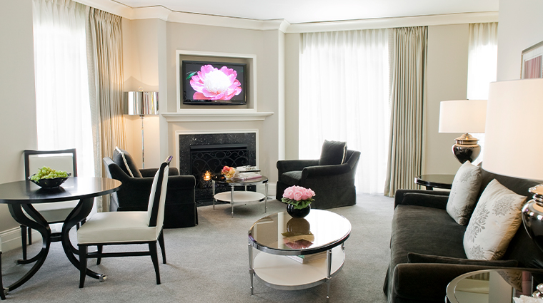 waldorf astoria chicago gold coast suite