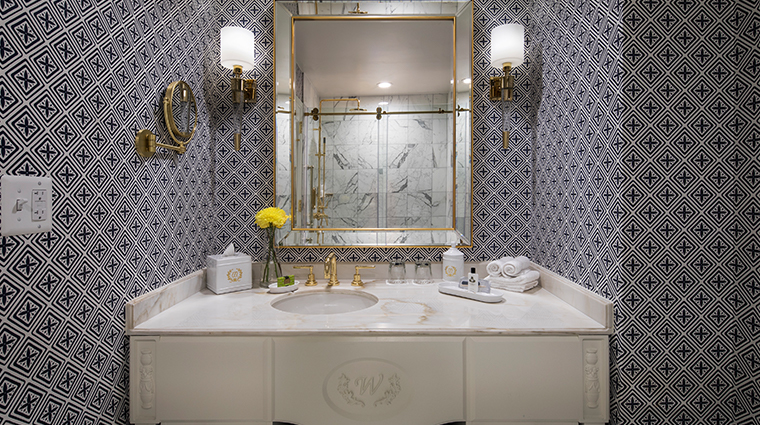 willard intercontinental classic guestroom bathroom
