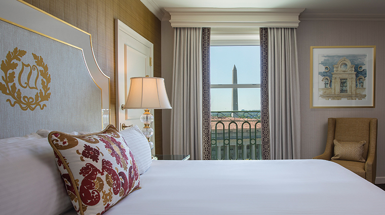 willard intercontinental executive king bedroom view