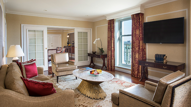 willard intercontinental washington suite living room