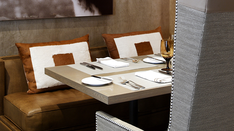 xv beacon Mooo dining table